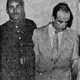מקס בינט מלווה בסוהר במהלך המשפט בקהיר