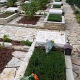 קברו של מאיר בינט בהר הרצל ליד האנדרטה לחללי הצוללת דקר